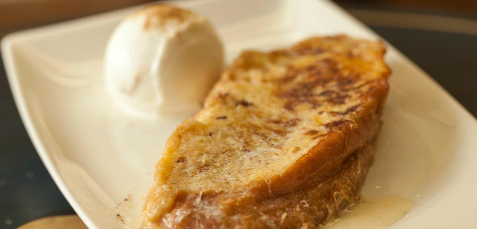 torrija con helado de leche merengada en Bocaito