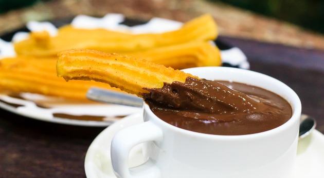 chocolate con churros en navidad en madrid
