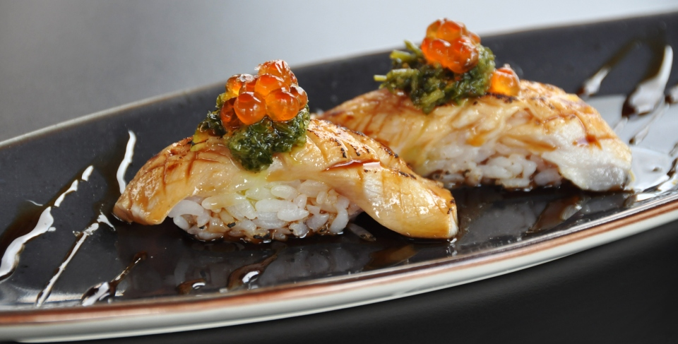 Niguiri flambeado de restaurante Inari